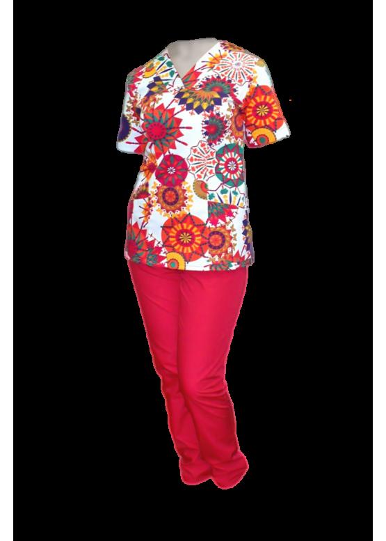 Удобный женский медицинский костюм: яркие краски